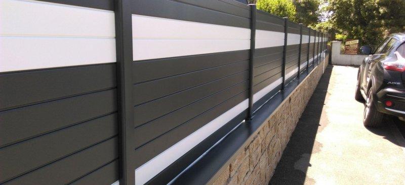 Cl ture en aluminium theix arst l paysagistes designer - Couvertine alu muret ...